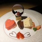 グリル&ダイニング マンハッタンテーブル - [料理] ラズベリームース 焼きメレンゲ添え (バレンタインバージョン) 全景♪w
