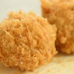洋食・ワイン フリッツ - 料理写真:ミンチポテトコロッケセット@税込1,100円:粗いパン粉。そして、油切れの良さ。素敵だと思います。