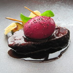 63000502 - 和牛頬肉の赤ワイン煮込み 赤い温泉玉子とくわい