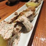 ペトロ - 若鶏ボンジリ串。 自家製梅紫蘇バターのトッピングです。