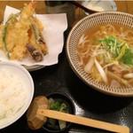 まめ寅 - 鶏ゆずうどんと天ぷらのセットです♪