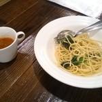 一汁三菜イタリア~の - アンチョビと小松菜のペペロンチーノ