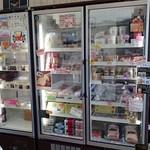 ノール・グランヴォラ - 冷凍ケースに北海道物産がいっぱい