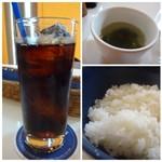 ステレオ - ◆スープは中華風で「ワカメ」が入っています。 ◆ご飯は少なめにして頂きました。お味は普通。 ◆ドリンクは「コーラ」を。