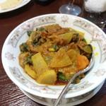 RUMINA - ビンディ(玉ねぎとトマトのオクラカレー)1200円