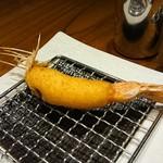 串柾 - 一串目の海老。衣に圧倒されました。
