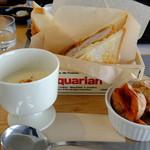 cafe&restaurant 360 - エゾ鹿肉のメンチカツバーガーです。