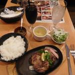 ベルサイユの豚 - 48時間熟成★豚肩ロースのステーキ(サラダ付き)¥990-