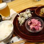 カフェ&ミール ムジ - 3種のデリ+お味噌汁+ビール(¥1400)