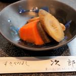 すきやばし次郎 - 甘辛い煮物 酒が欲しいね!