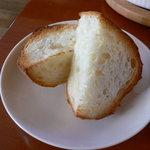 ミディリュヌ - グラタンに付くパンです