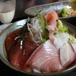 わらべ菜魚洞 - マグロとはまちの二色丼