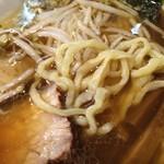 郁 - ピロピロ麺ですが結構太くて硬めです
