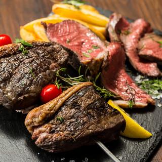 前菜やメイン、ピザ・パスタ・肉料理…種類豊富なメニュー