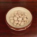 もつ焼 高松屋 - お通しの塩豆