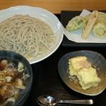 63024391 - 2017/02/22 11:30訪問 豚つけ汁そば\1,100+お任せ天ぷら(日替わり野菜のみ)\400