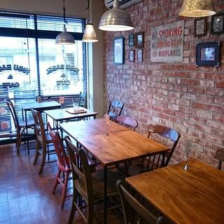 ヒグベーグル&カフェ - 店内カフェ