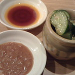 63034004 - 2種類の餃子にそれぞれ醬油ダレと味噌ダレを、甘過ぎるので途中から味噌ダレは使わず(~_~;)・・壺きゅうりはゴマ油仕立て