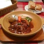 THE STATION GRILL - [料理] ハヤシきのこソースの土鍋ハンバーグ & パン 全景♪w ①
