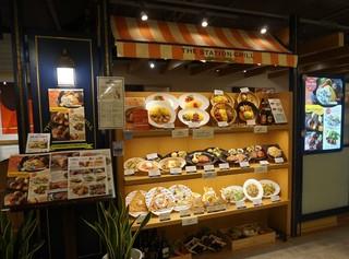 THE STATION GRILL - [外観] お店 玄関横 メニューボード & お料理サンプルショーケース