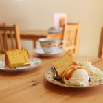 シフォン工房かくでん - 料理写真:プレーンシフォン1/8カット&かぼちゃシフォン1/8カット&コーヒー☆