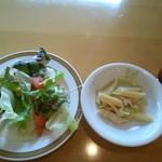レストラン&me - ☆ いちごの スイーツバイキングは  今回から グレードアップしました、との事で  パスタ・サラダ などの軽食が 出ました!