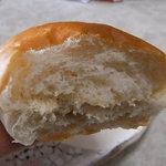 気仙沼パン工房 - ピーナツバターが挟まれちゃってます。