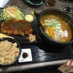 がんばり屋 - とんかつ定食(デミグラスソース)、肉うどん(きし麺)