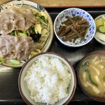 松月食堂 - 料理写真:肉やさい炒め定食 800円