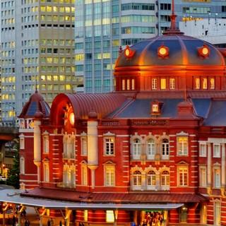 夕日に染まる東京駅丸の内駅舎を眺めながらお食事を