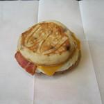 マクドナルド - 料理写真:「マックグリドルベーコンエッグ」です。