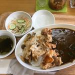 カレーハウス若菜 - 料理写真:旬野菜唐揚げカレー 600円