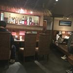 焼肉酒家 波 - 今日も混んでる混んでる。ビーチ感の店内