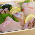 朝とった魚 薩摩じんべえ - 刺盛り