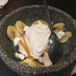 炭火焼肉 波 - ストーンアイス バナナ