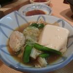 和食の源 - 取り分けた「鶏つくね鍋」