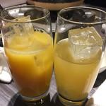 63059249 - オレンジジュースとパイナップルジュース