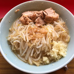 ラーメン豚まる - 料理写真:ヤサイ、ニンニク、アブラ 普通