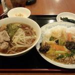 春天酒坊 - 中華丼+半ラーメン