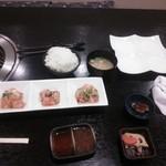 焼肉もんじろう - ホルモン 3種   ライス、味噌汁、小鉢、キムチ、白皿はサラダバー用!!