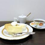 響 珈琲 - チーズケーキ、 チャイのシフォンケーキ、ブラジル