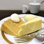 63066949 - チーズケーキと、 チャイのシフォンケーキ