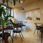 喫茶デリカ - 店内の禁煙スペース