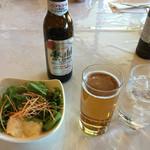 東海カントリークラブレストラン - ノンアルコールビールに野菜サラダ