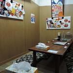 IKR51with五拾壱製麺 - カウンター席、小上がりの座敷の構成