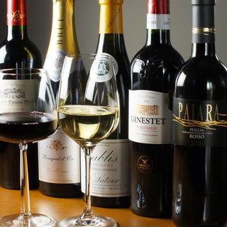 料理に合わせたワインは、グラスワインでも赤・白20種類以上