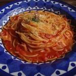 チアー・キッチン - トマトソースに豚肉、玉ねぎ、チーズの味付け