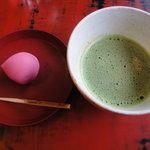 6308336 - お抹茶と上生のセット