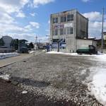 麺屋 にぼすけ - 店舗横の駐車場