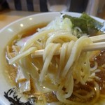 麺屋 にぼすけ - 全粒粉の中太麺です